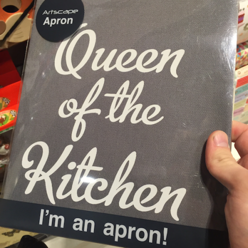 Queen of the kitchen apron.png